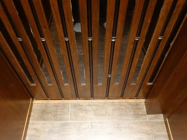 side roller gates2